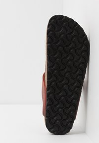 Birkenstock - GIZEH NARROW FIT - T-bar sandals - earth red - 4