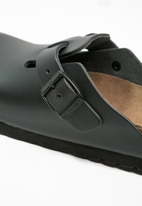 Birkenstock - BOSTON NARROW FIT - Pantuflas - schwarz - 5