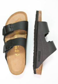Birkenstock - ARIZONA - Matalakantaiset pistokkaat - black - 1