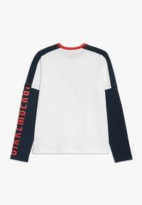 Bikkembergs Kids - Langærmede T-shirts - white - 1