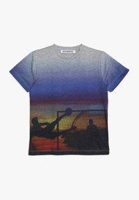 Bikkembergs Kids - T-shirts med print - grey melange - 0