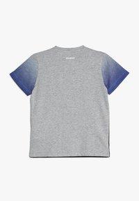 Bikkembergs Kids - T-shirts med print - grey melange - 1