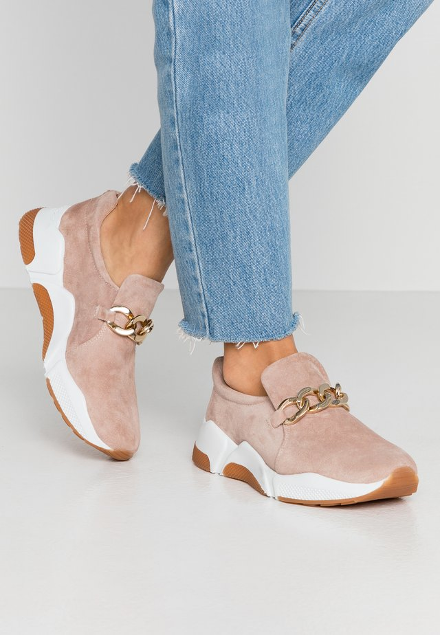 Nazouvací boty - nude