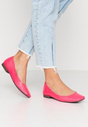 Ballet pumps - neon pink
