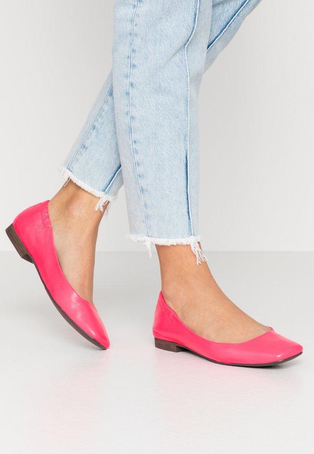 Baleríny - neon pink