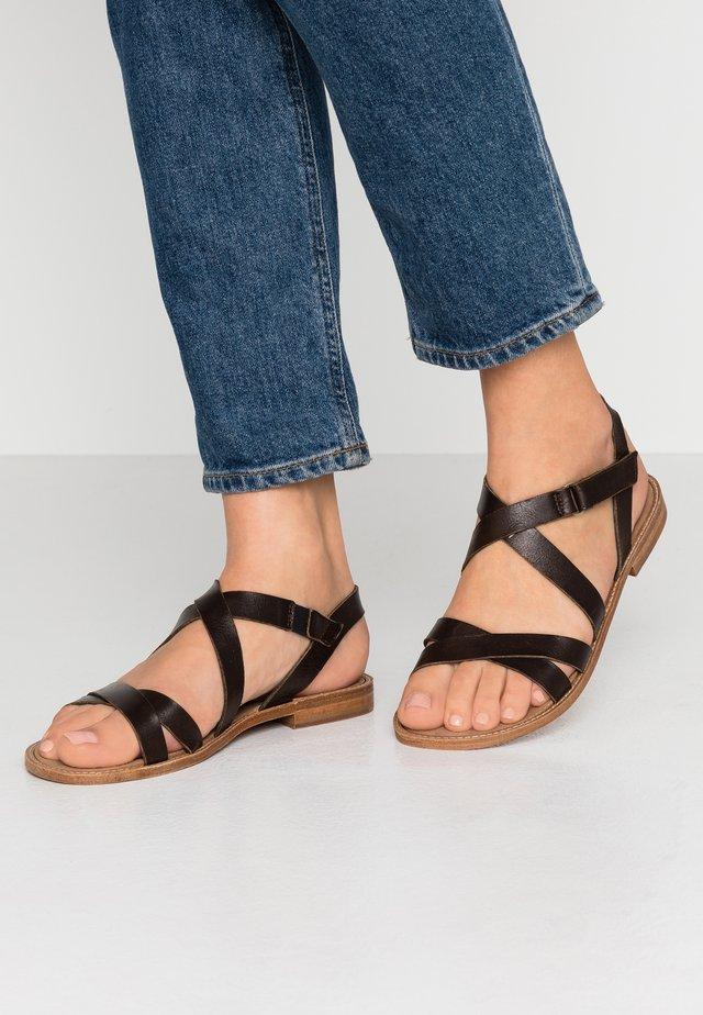 Sandaalit nilkkaremmillä - testa di moro