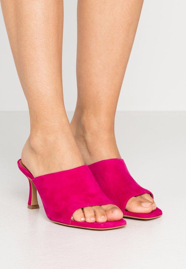 Pantofle na podpatku - fuxia