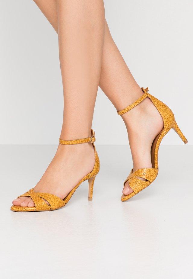 Sandals - yango papaya