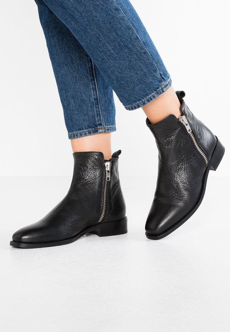 Billi Bi - Classic ankle boots - black floater