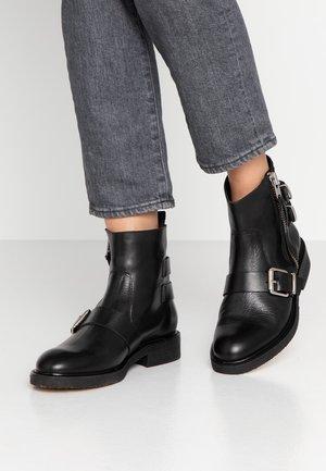 Kovbojské/motorkářské boty - black/silver