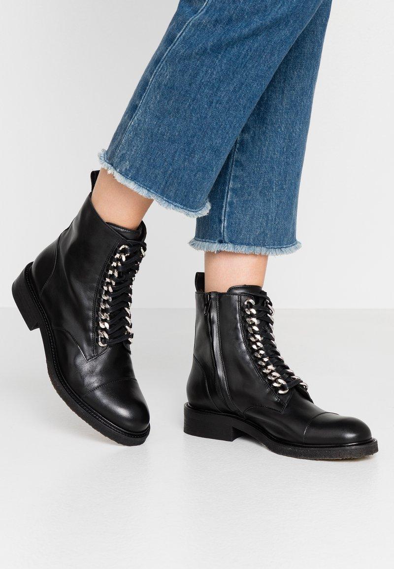 Billi Bi - Cowboy/biker ankle boot - black