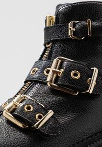 Billi Bi - Cowboystøvletter - black/gold - 2