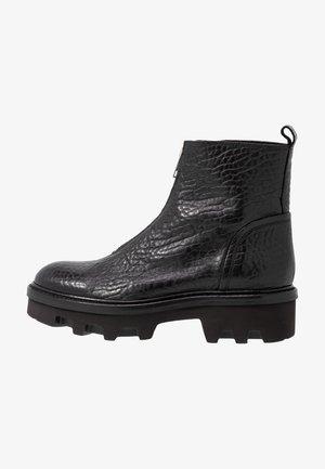 Kotníkové boty na platformě - black/silver