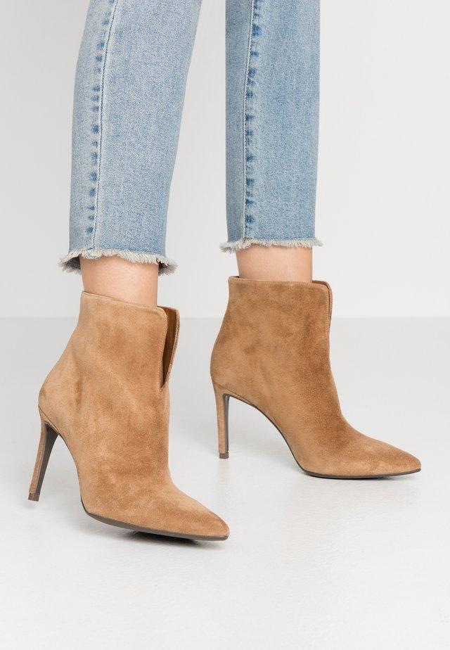 4476 - Classic ankle boots - cognac