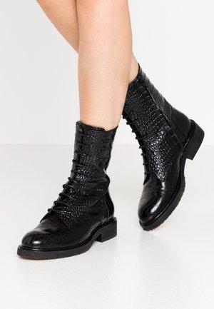Šněrovací kotníkové boty - black louisiana