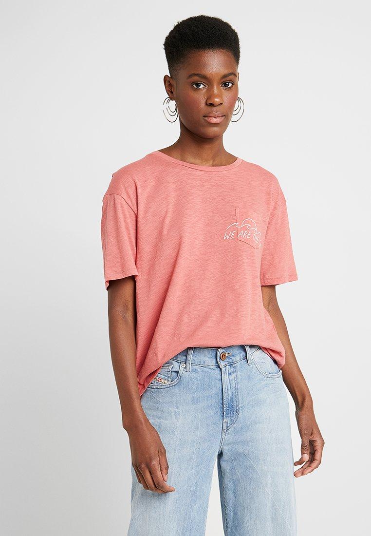 Billabong - CLOUDBREAK - T-shirt print - red clay