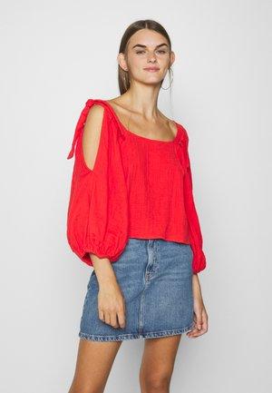 HIGH DEMANDS - Blusa - rad red