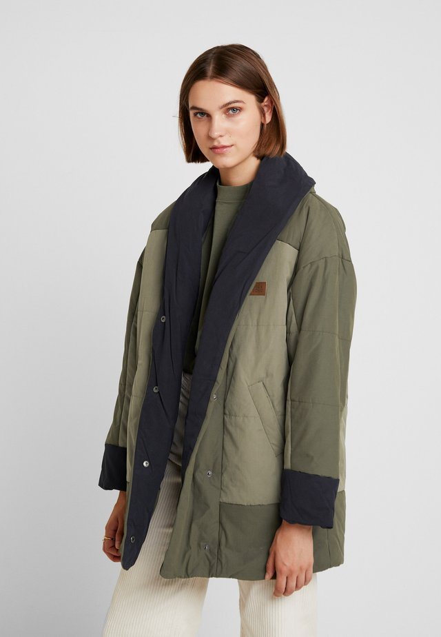 QUEENS - Cappotto invernale - olive