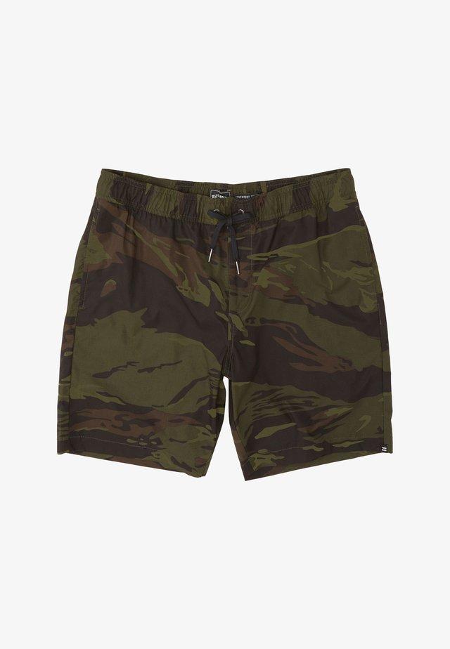 SURTREK PERF  - Shorts - camo