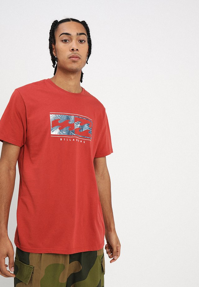 INVERSED TEE - T-shirt con stampa - rustic red