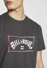 Billabong - ARCH TEE - T-shirt con stampa - black - 5