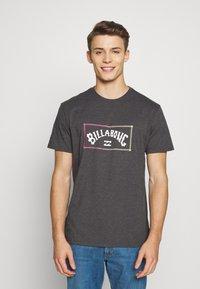 Billabong - ARCH TEE - T-shirt con stampa - black - 0