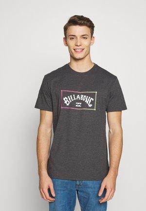 ARCH TEE - Camiseta estampada - black