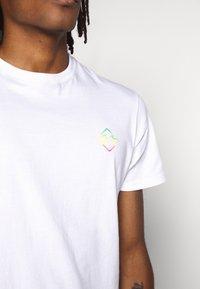 Billabong - BUNKER TEE - Camiseta estampada - white - 5