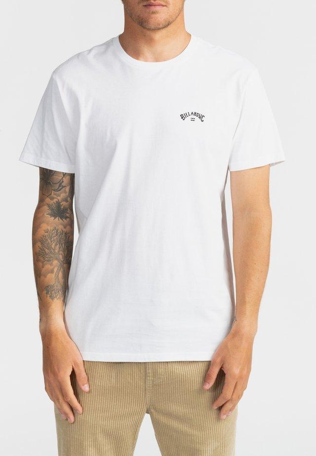 ARCH WAVE  - Camiseta estampada - white