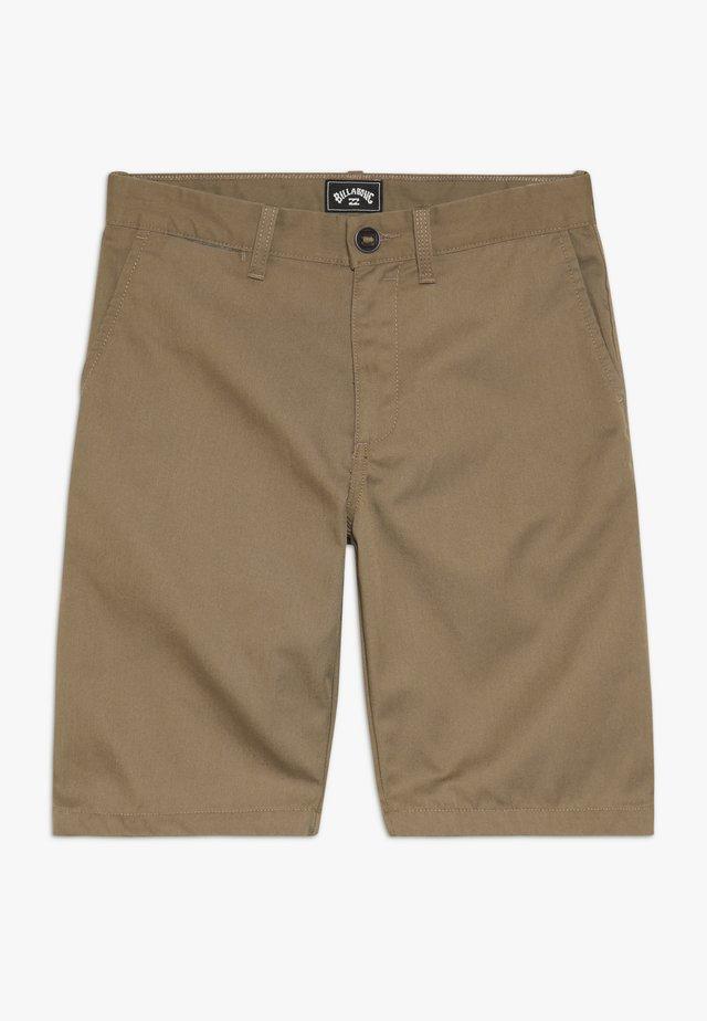 CARTER BOY - Shorts - light brown