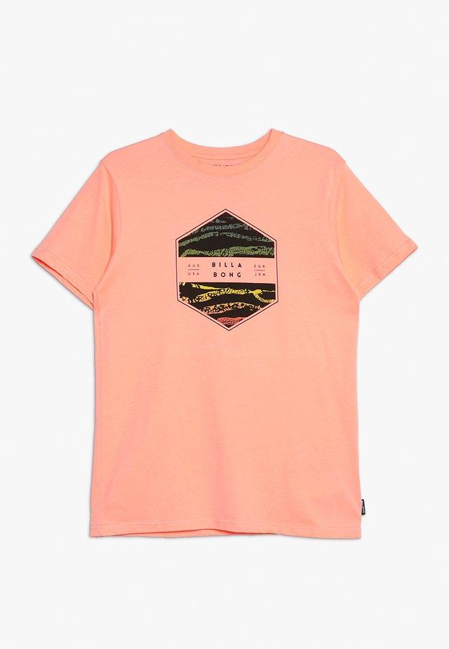 ACCESS BOYS - T-shirt con stampa - cantaloupe