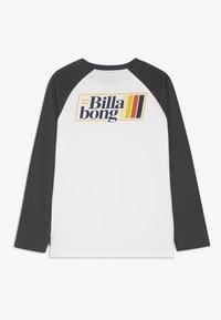 Billabong - SUPER 8 TEE BOY - Pitkähihainen paita - white - 1