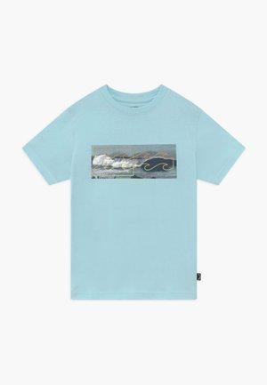 INVERSE TEE BOY - Camiseta estampada - coastal