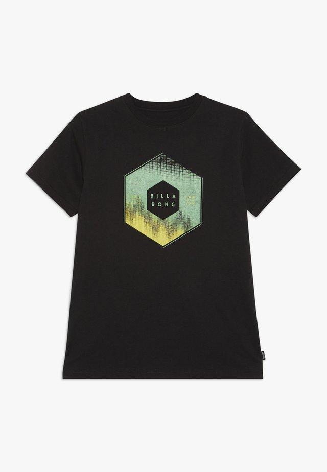 CESS TEE BOY - Camiseta estampada - black