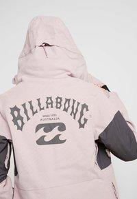 Billabong - SAY WHAT - Snowboardová bunda - light pink - 4