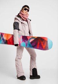 Billabong - SAY WHAT - Snowboardová bunda - light pink - 1