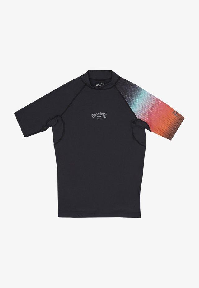 CONTRAST PRINTED - KURZÄRMELIGES  - T-shirt de sport - black