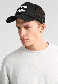 Billabong - PODIUM TRUCKER - Caps - black/white - 1