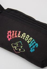 Billabong - CACHE BUM BAG - Riñonera - black neon - 2