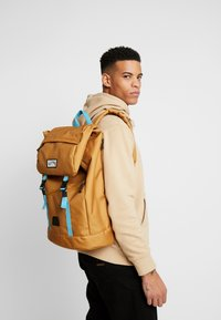 Billabong - TRACK PACK - Reppu - gold - 1