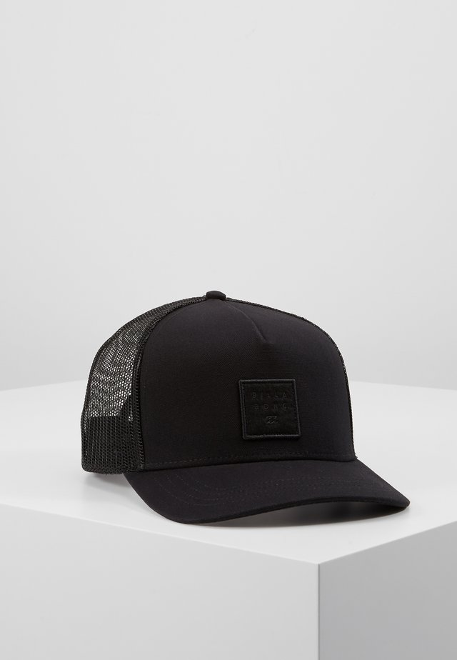 STACKED TRUCKER - Pet - black