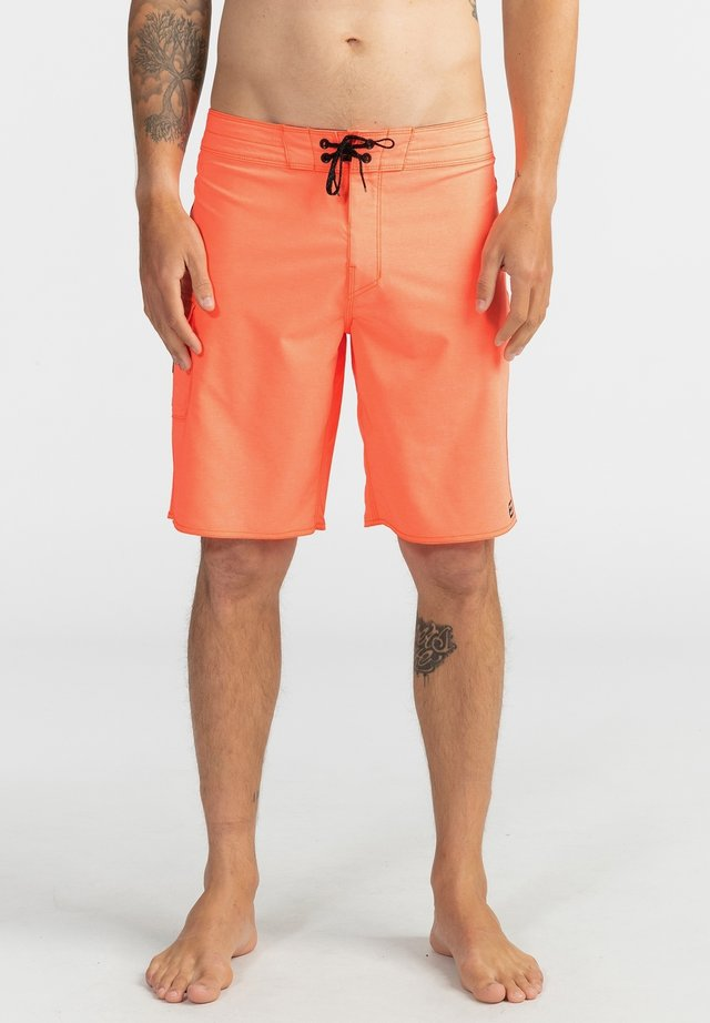 ALL DAY PRO - PERFORMANCE  - Swimming shorts - neo orange