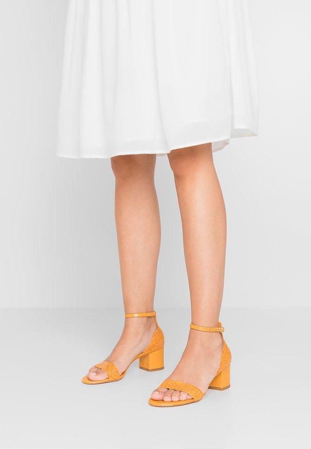 Sandals - lemon