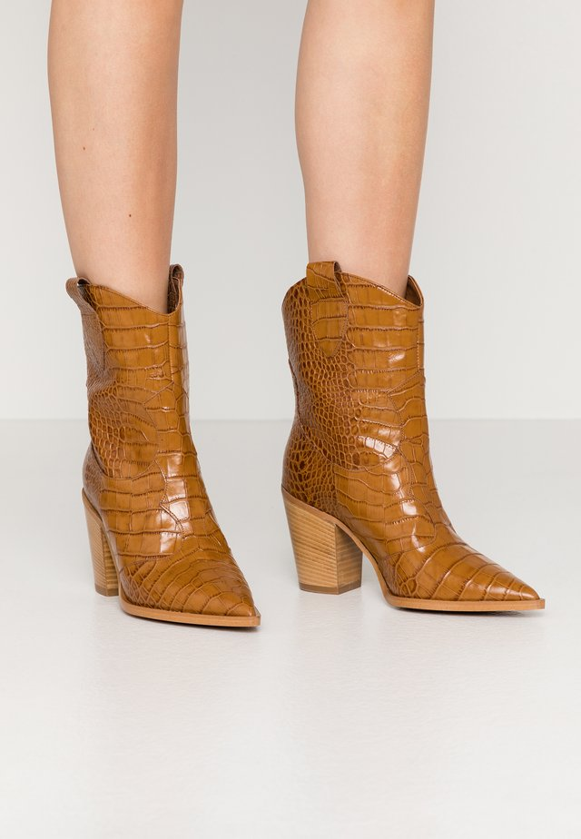 Cowboy/biker ankle boot - ciouo