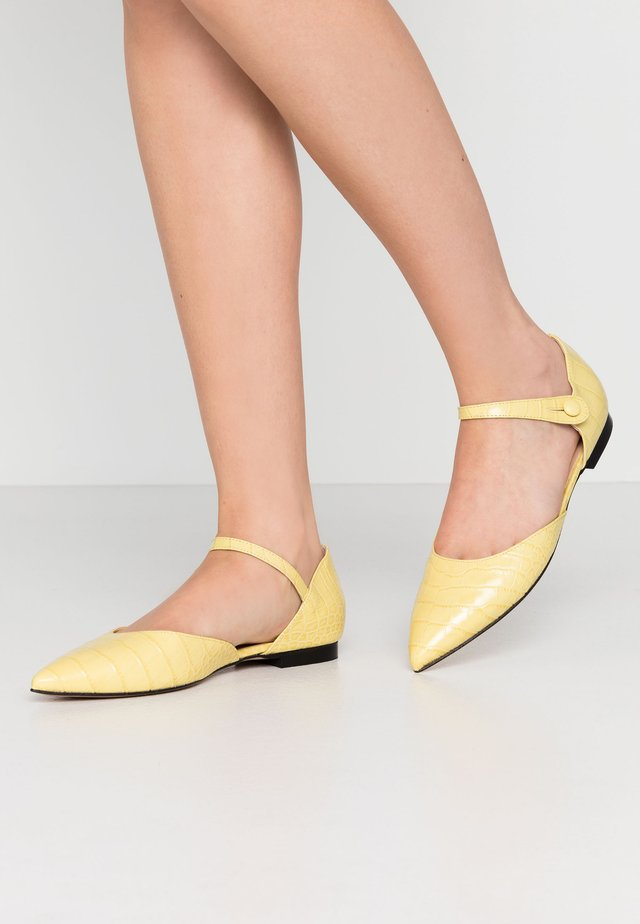 Ankle strap ballet pumps - banana