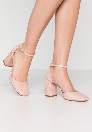 High heels - phard