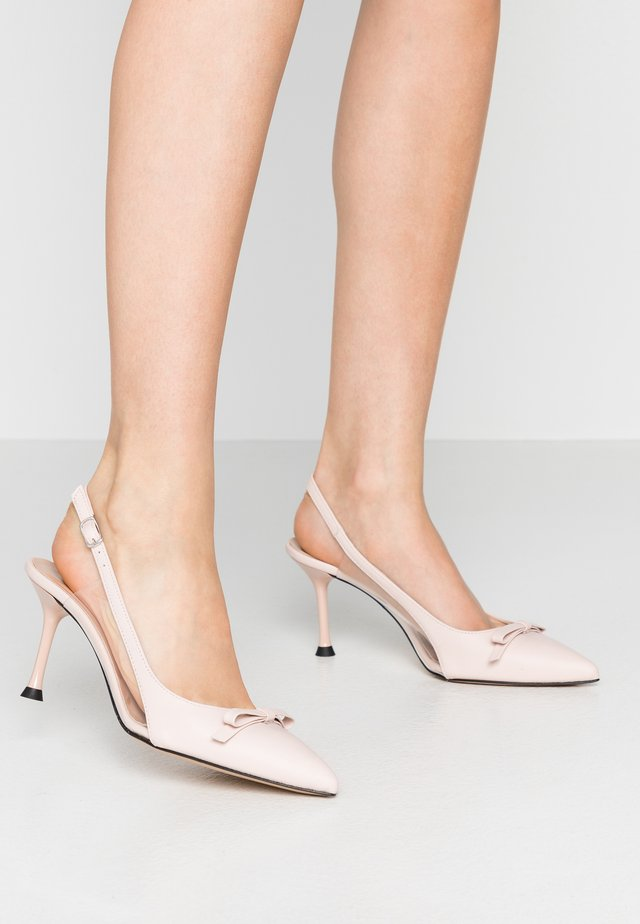 Pumps - cipria