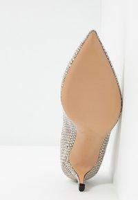 Bianca Di - Classic heels - sabbia - 6