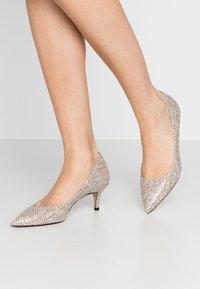 Bianca Di - Classic heels - sabbia - 0
