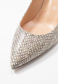 Bianca Di - Classic heels - sabbia - 2